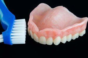 CLEANING DENTURES(NO TOOTHPASTE)